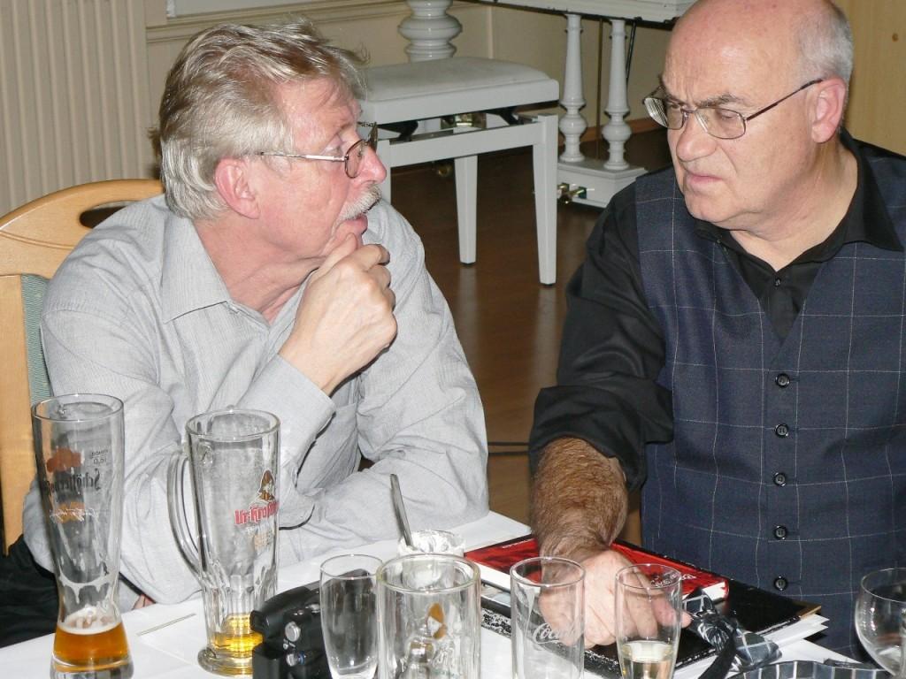 Unsere Sachbuchautoren Wolfgang Krüger (li.) und Armin Rütters im Gespräch